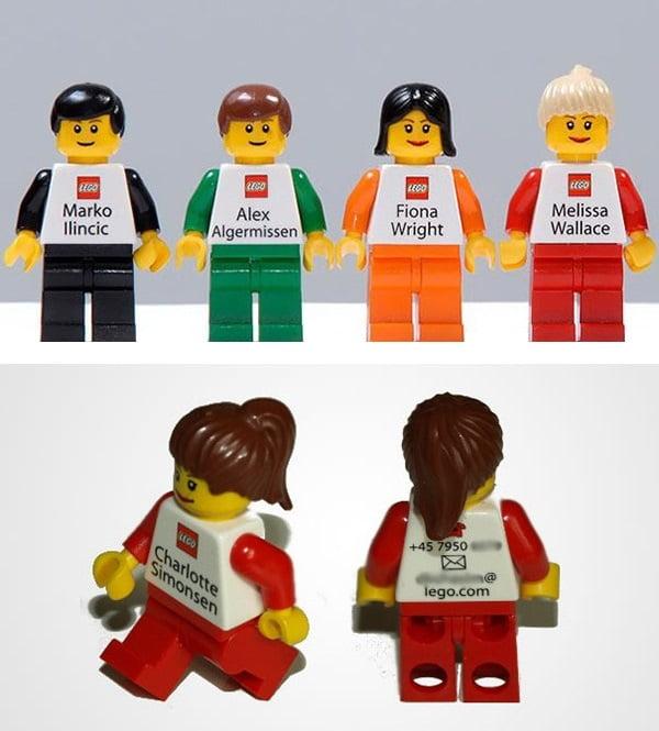 Tarjetas reales de empleados de LEGO.