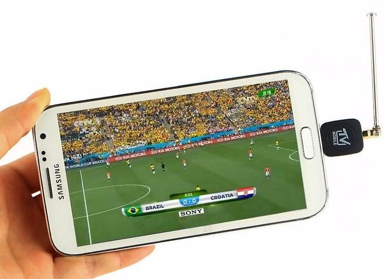 la realidad virtual te permita vivir un partido desde dentro del campo en 360º; Facebook o Samsung pueden hacerlo realidad en menos de cinco años, y contra eso la televisión no puede competir.