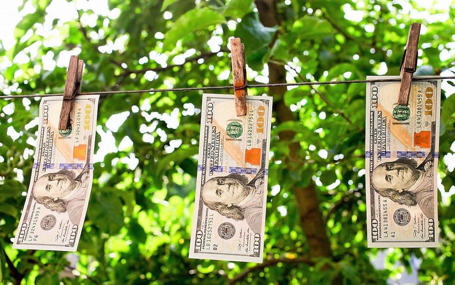moneda digital. Plazo: de 1 a 10 años. Los billetes quedaran, como la filatelia o la numismática, para coleccionistas raritos.