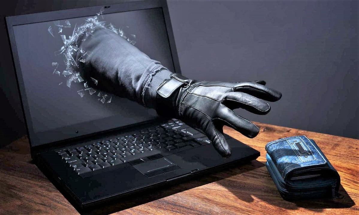 """menores sin autorización de sus padres. Su difusión, junto al ciberacoso y fraudes de """"tentadoras ofertas"""" son constitutivos de delito."""